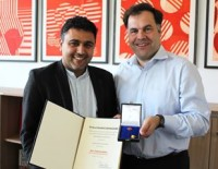 Geschäftsführer des LAMSA erhält Ehrennadel des Landes